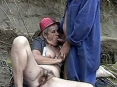 Old superhorny slut granny sucking cock to the end 0 mature sex pics